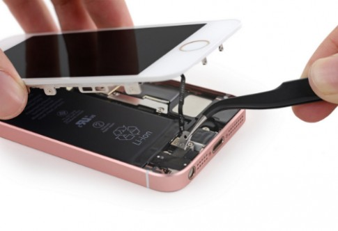iphone-se-co-the-ngam-trong-nuoc-hon-mot-gio-89501