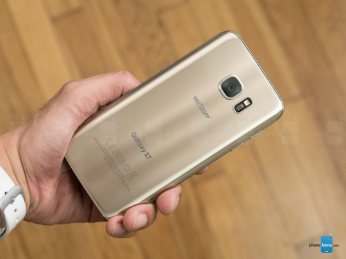 1486955278-14869542863041-samsung-galaxy-s7-review-003