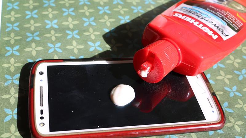 Hướng Dẫn 10 Mẹo Nhỏ Giúp Làm Mờ Các Vết Xước Trên Màn Hình điện Thoại 3