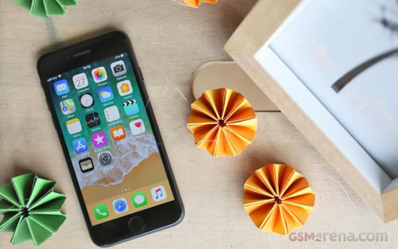 Apple Se Chua Chua Mien Phi Loi Maiboard Tren Iphone 8 01