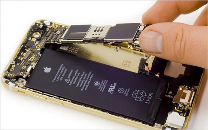Apple Se Chua Chua Mien Phi Loi Maiboard Tren Iphone 8 02