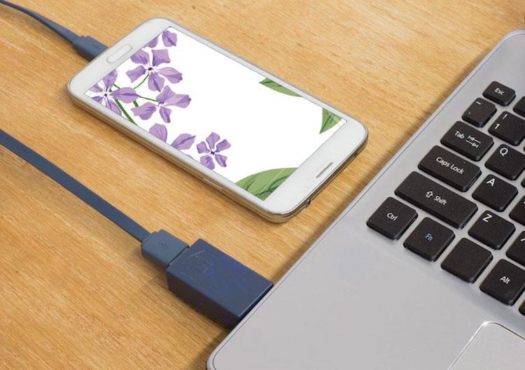 có nên sạc pin điện thoại qua máy tính